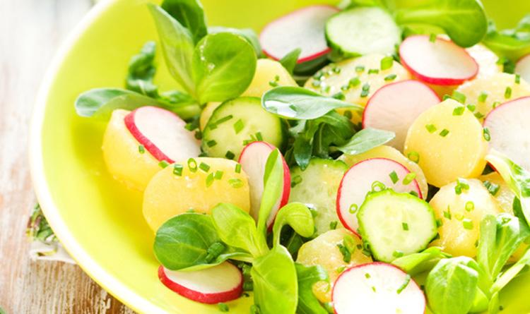 salatka-familijna-z-ziemniakami-i-rzodkiewka