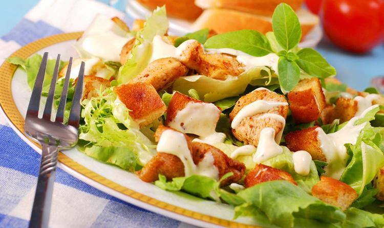 salatka-z-grzankami-i-kozim-serem