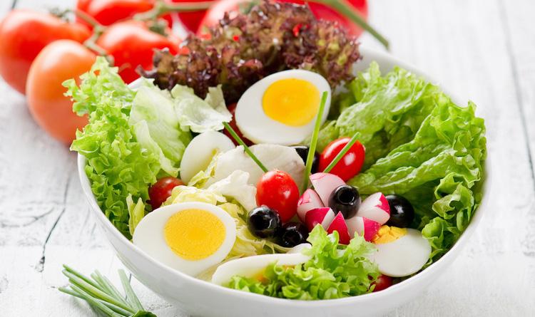 salatka-wiosenna-z-jajkiem