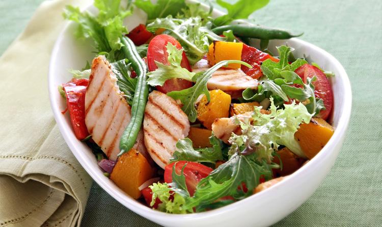 salatka-z-grillowanym-kurczakiem-i-mandarynkami