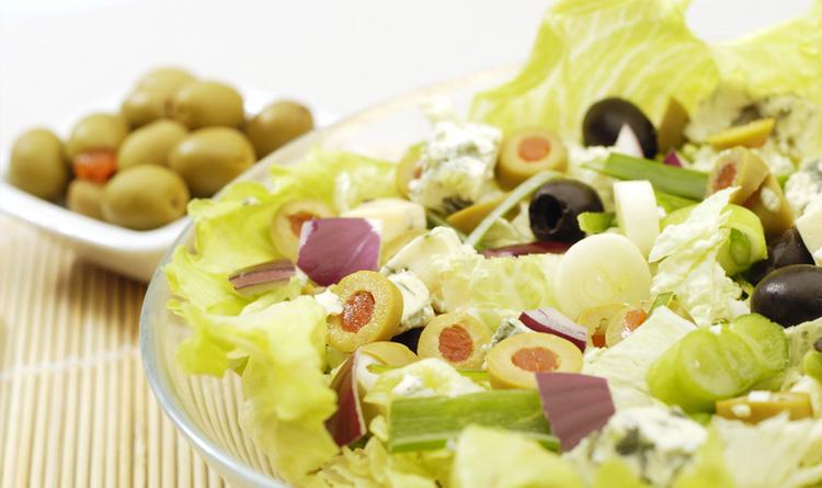 salatka-z-kolorowymi-oliwkami-i-gorgonzola