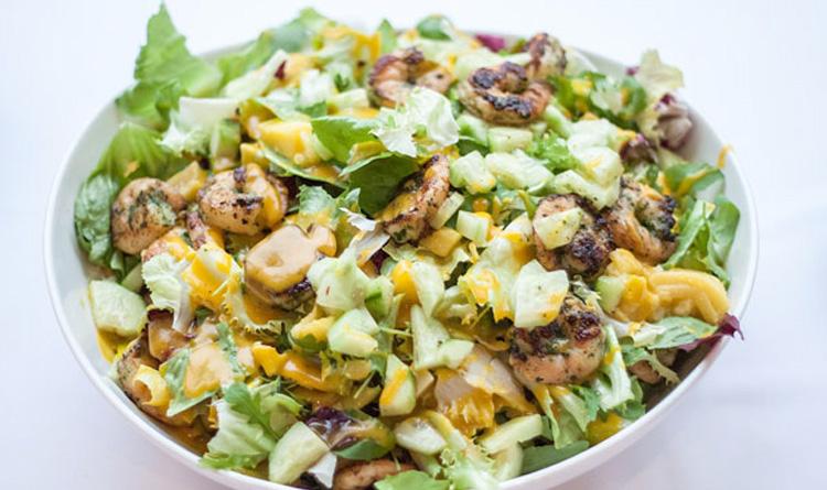 salatka-z-grillowanymi-krewetkami