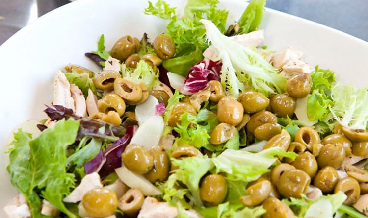 salatka-nicejska-z-zielona-fasolka-szparagowa-i-tunczykiem
