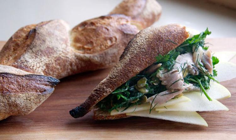 salatka-z-kurczakiem-francuska-bagietka-i-rukola