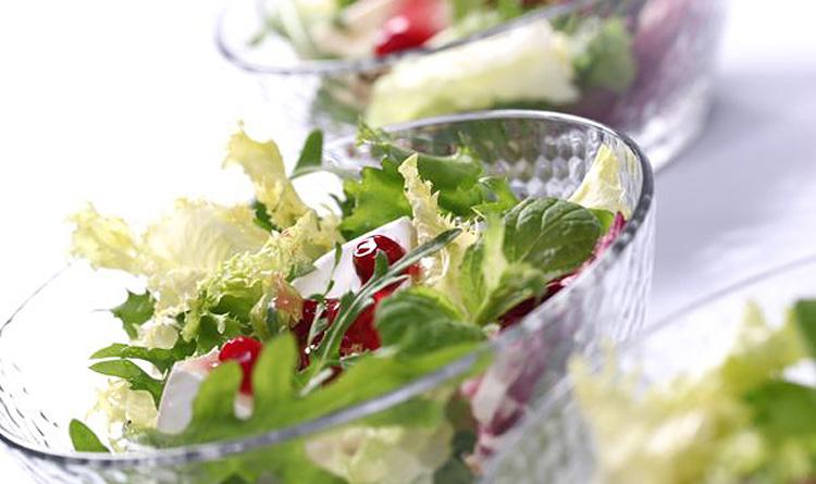 salatka-z-sosem-zurawinowym