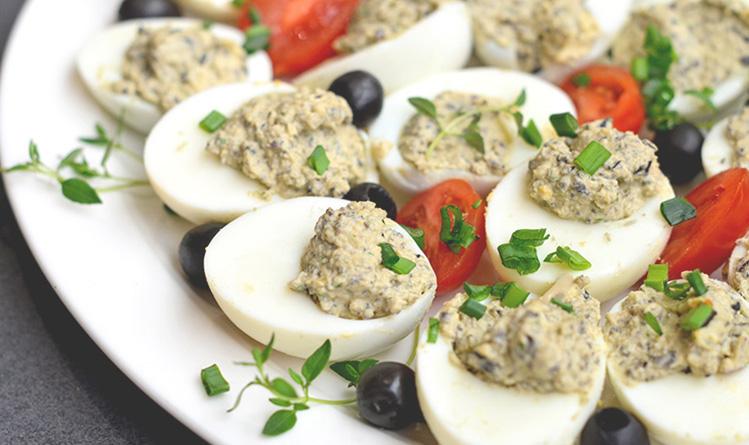 jajka-faszerowane-oliwkami-i-kawiorem