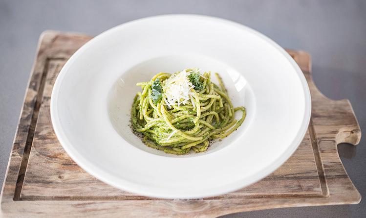 spaghetti-z-pesto-jarmuzowym