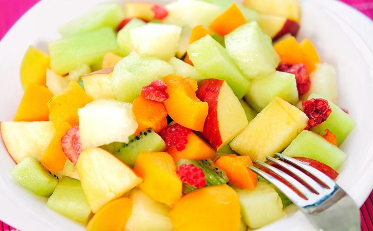 salatka-owocowa-z-migdalami