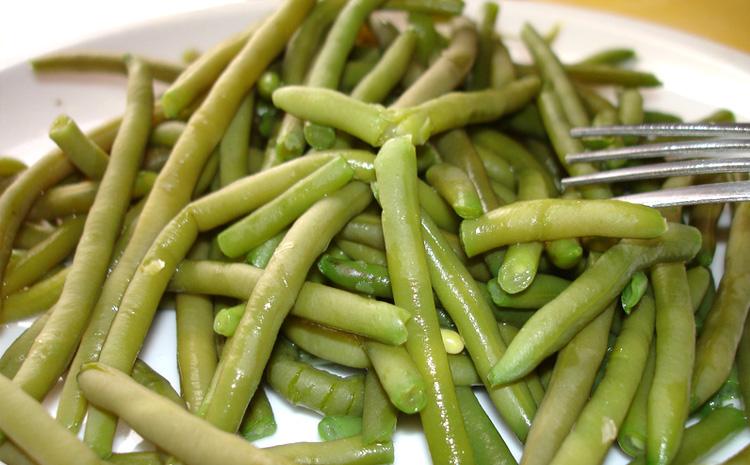 salatka-z-fasolka-szparagowa-i-dressingiem-sezamowym