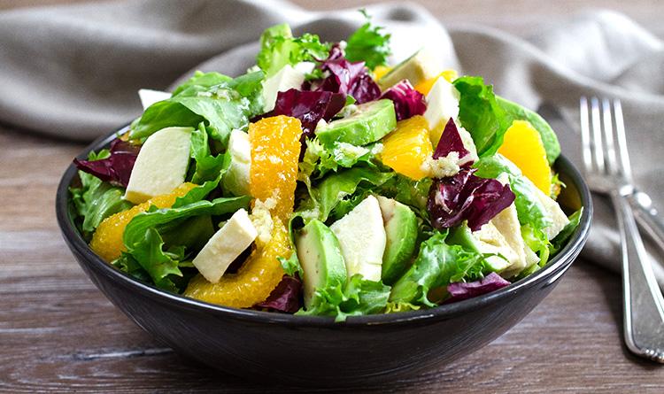 salata-z-awokado-mozzarella-i-pomaranczami