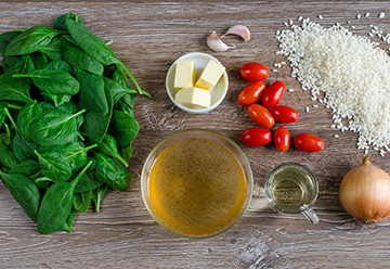risotto-ze-szpinakiem-i-pomidorkami