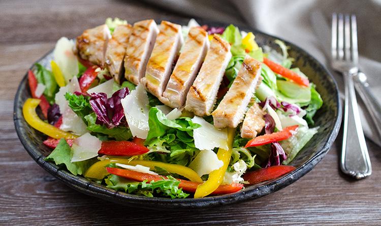 salata-z-grillowana-piersia-z-indyka