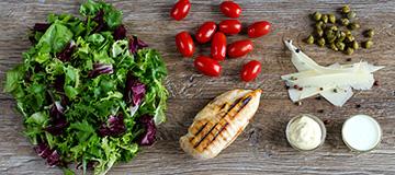 salata-z-grillowanym-kurczakiem-i-pomidorkami