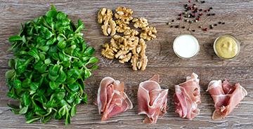 salata-z-roszponki-szynki-parmenskiej-i-orzechow-wloskich
