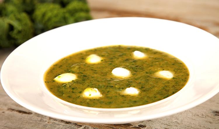 jarmuzowa-zupa-krem-z-nuta-mozarelli