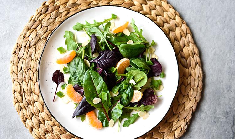salatka-z-mandarynkami-i-migdalami