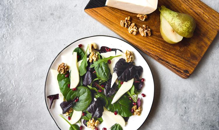salatka-z-kozim-serem-i-gruszka