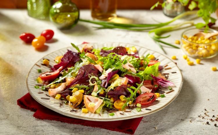 salatka-z-lososiem-i-kukurydza